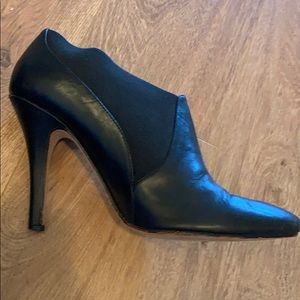 Black leather high heel booties shoes size 8